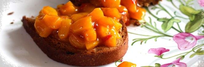 apricot-chutney-bruschetta