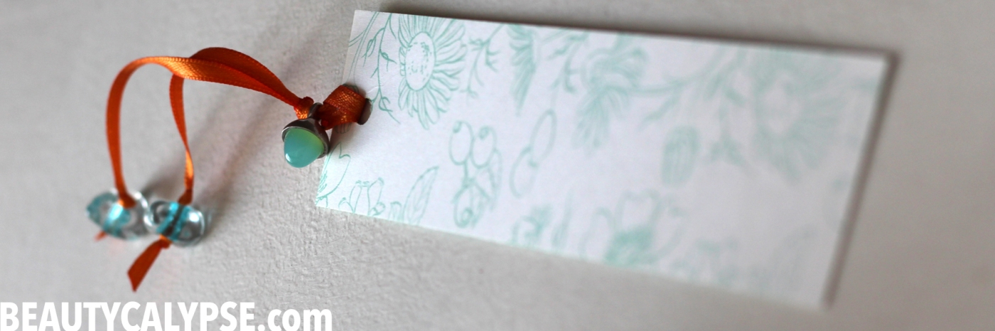 upcycled-packaging-bookmark