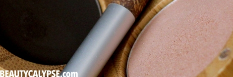 zao-beauty-review-matt-shimmering-eye-shadow-brown-gold-sand-closeup