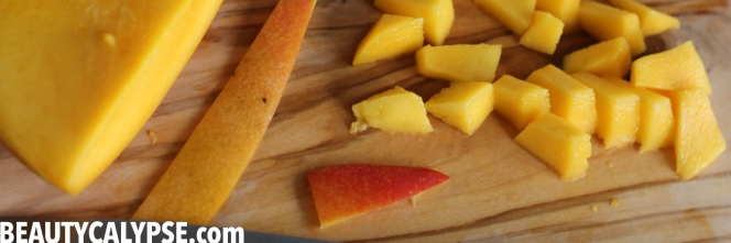 cutting-mango-bits