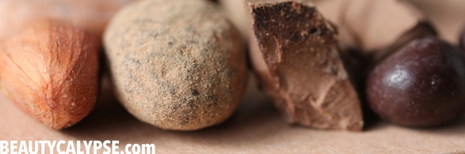 cacao-bean-and-raw-pure-chocolate-blyss