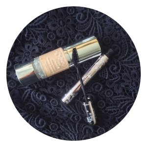 100% pure super fruits healthy foundation in 'créme', 100% pure maracuja oil mascara in 'blackberry'