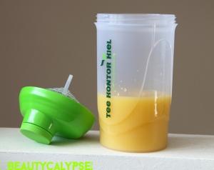Matcha shaker with Voelkel pineapple-coconut juice and Benifuuki powder