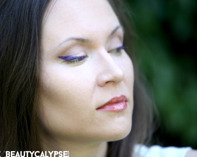 Close up violet eyeliner, golden khol, two-tone gradient lips in coral