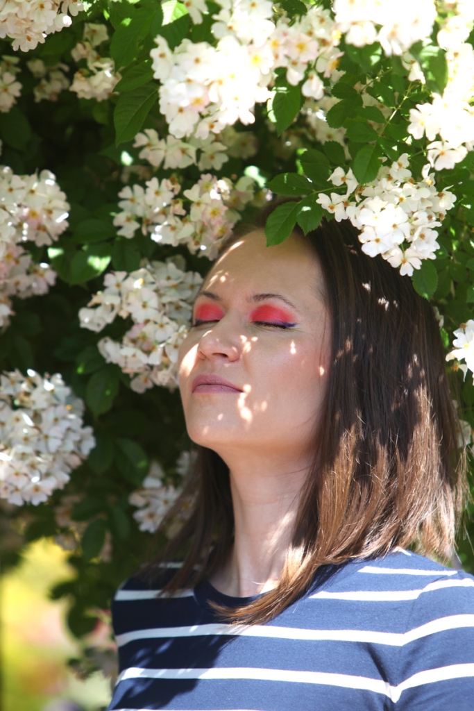 A Cute Summer Party Make-Up Look To Try – Bright Glossy Red Eye Make-Up