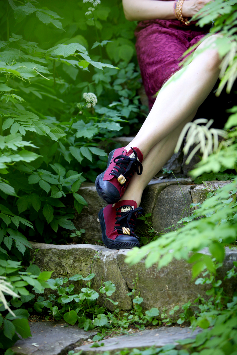 "Ethletic vegan & sustainable sneakers in ""True Blood"" embellished with vintage Givenchy clips"