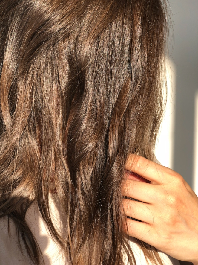 Unedited images in natural golden hour light: shiny, glossy hair with Rahua Hydration