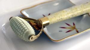 Spiked/ acupressure jade derma roller