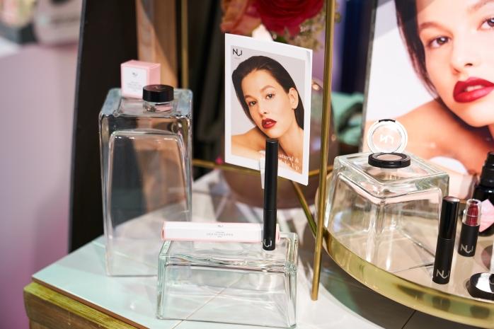 NUI Cosmetics Manaia gel eyeliner, Aweiku liquid eyeliner; IBE Berlin display